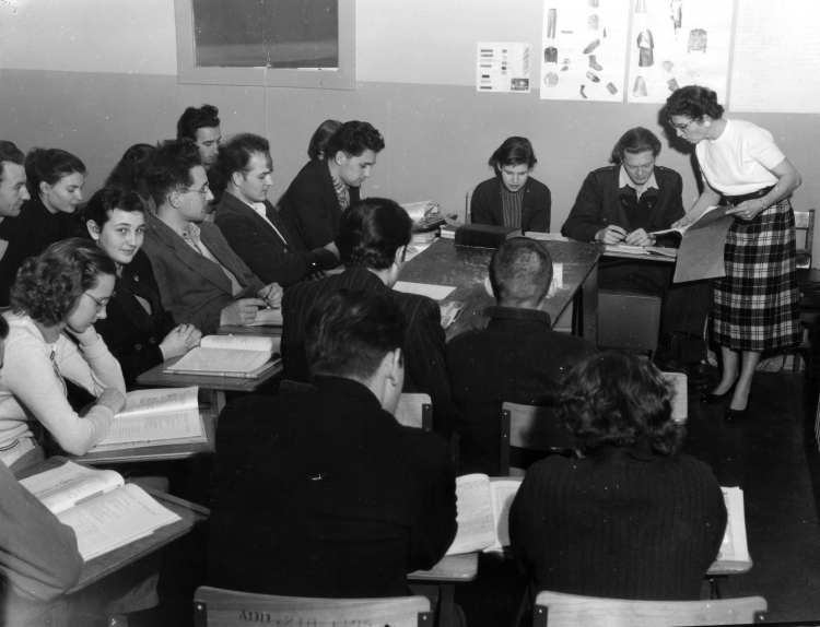 English classes for the newly arrived Hungarian refugees. (The Reach Abbotsford Museum/N216).