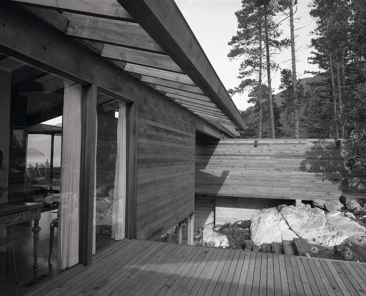 Anton Residence exterior (Erickson and Massey), Photo by Fred Schiffer, 1967.