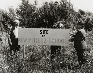 Marking the site of the new Peretz School, 1960. L.070701
